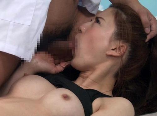 某大学のバーレー部合宿の日焼けと筋肉で引き締まった美尻を性感マッサージ動画